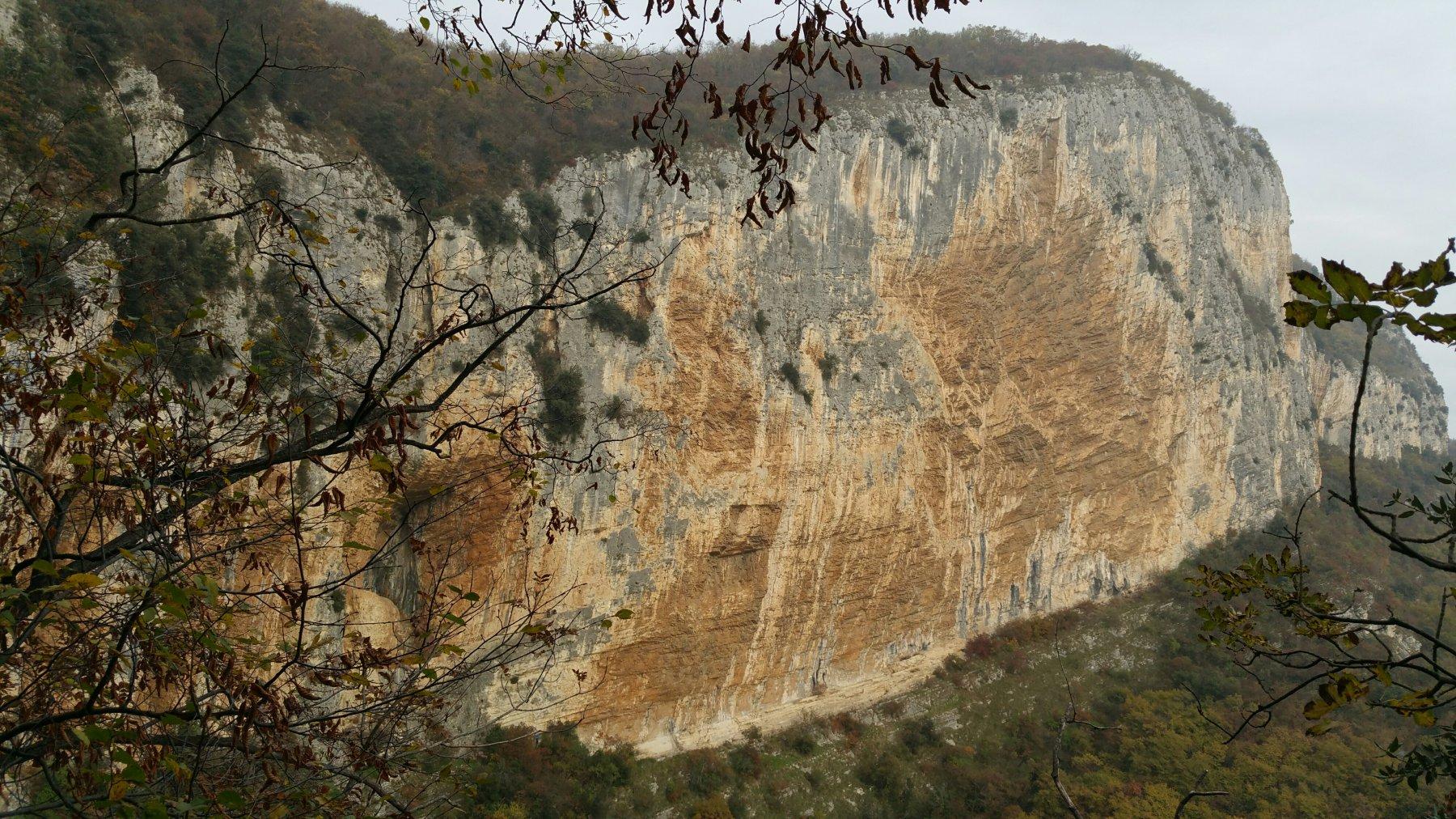 L'imponente parete
