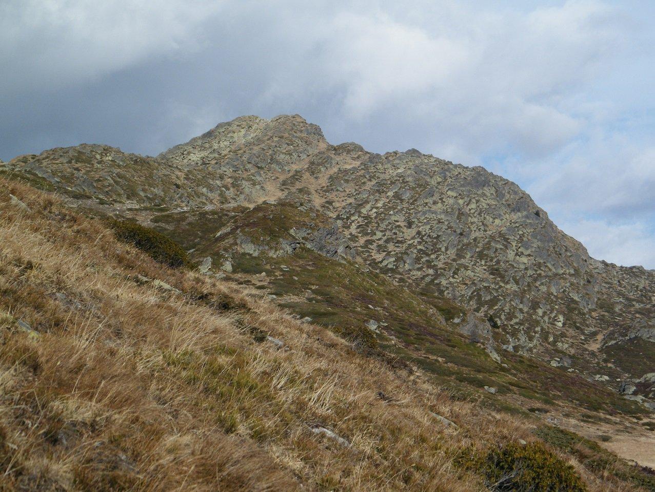 Lo Staldhorn visto da poco sopra le case di Hopsche