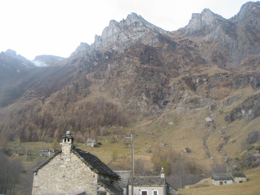 Pizzo Valgrande dal parcheggio di partenza a Ponte Campo