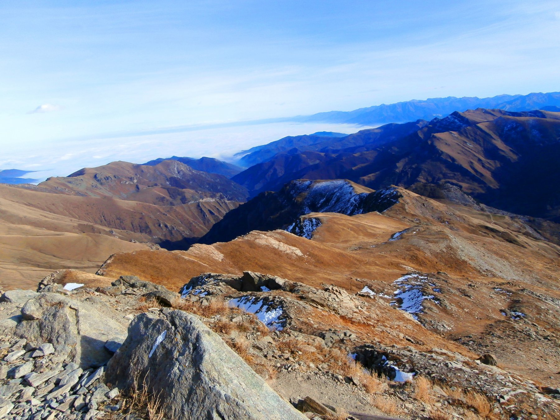 Dalla cima la bella cresta sud-est