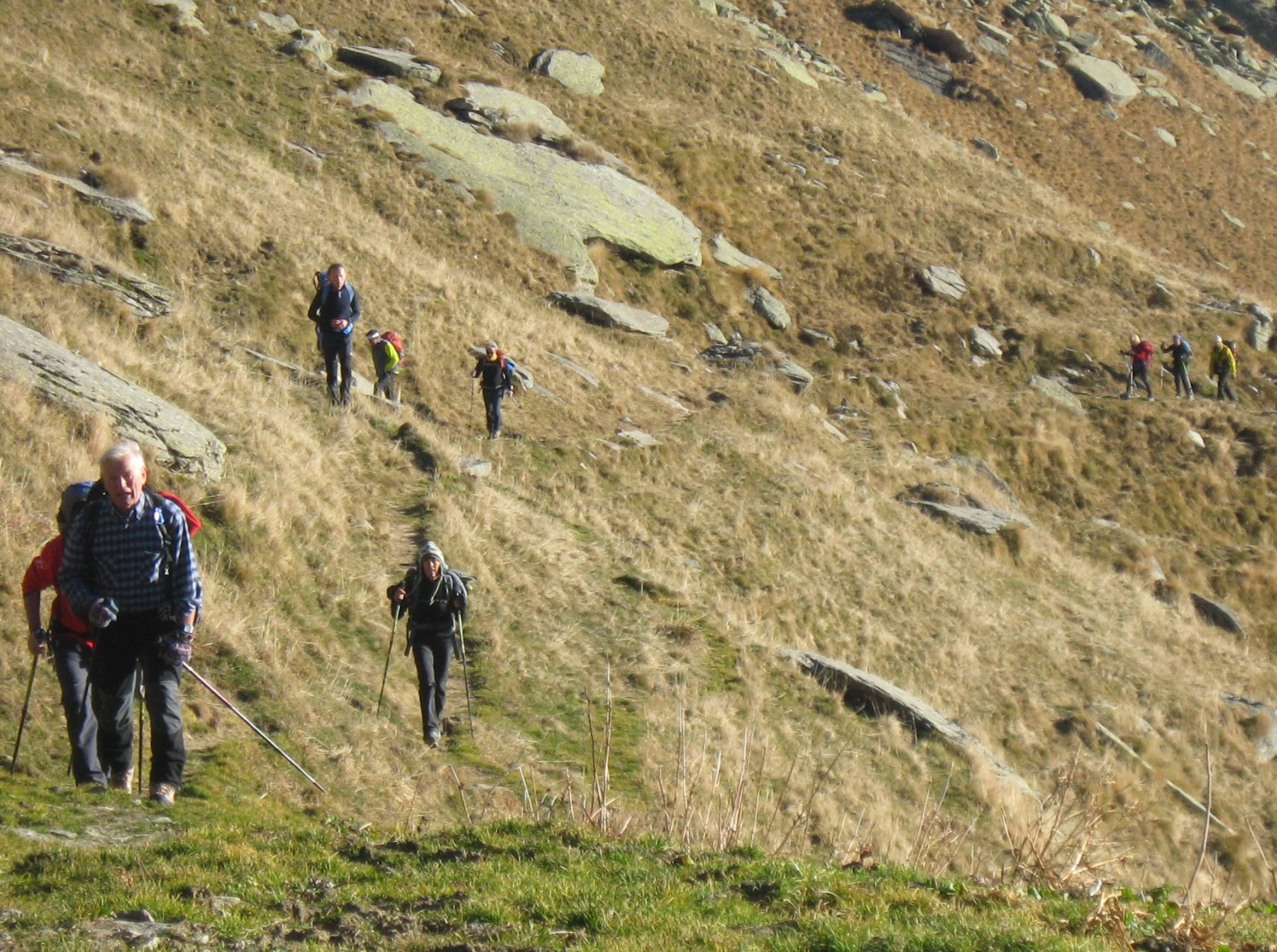 il lungo sentiero balcone in falsopiano per giungere all'Alpe Balma