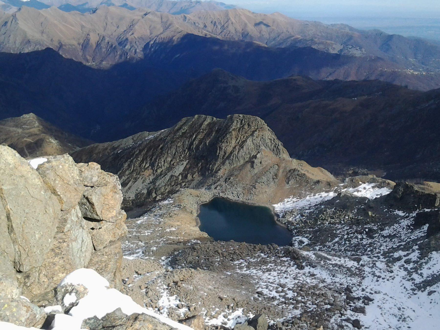Dalla cresta del torrione, il lago Lusignetto
