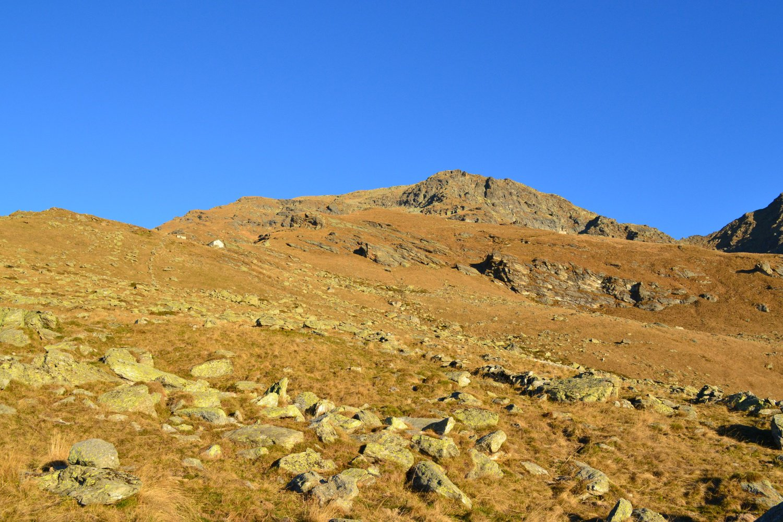 il Monte Vailet visto dalla depressione erbosa a quota 1758 m