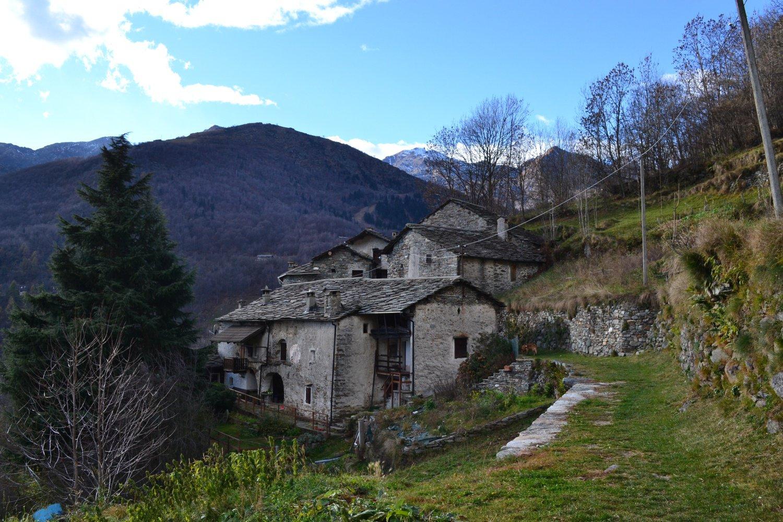il vecchio nucleo di Succinto (1164 m)