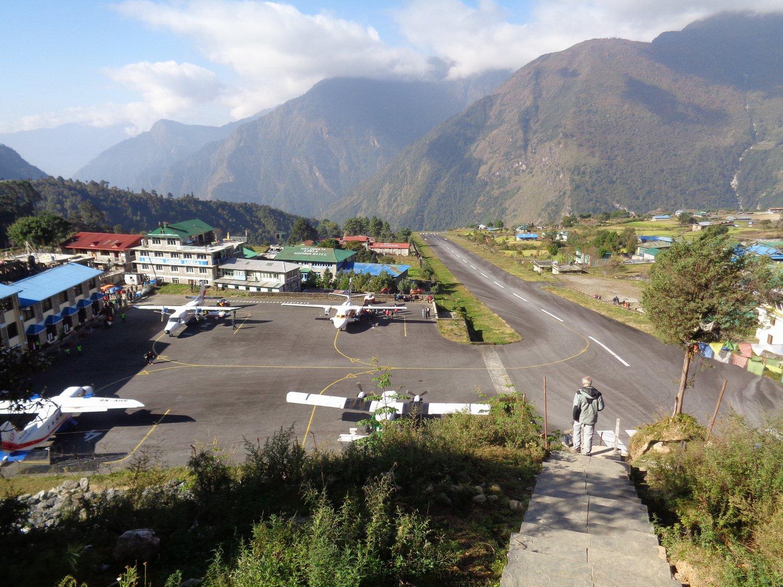 il piccolo aeroporto di Lukla