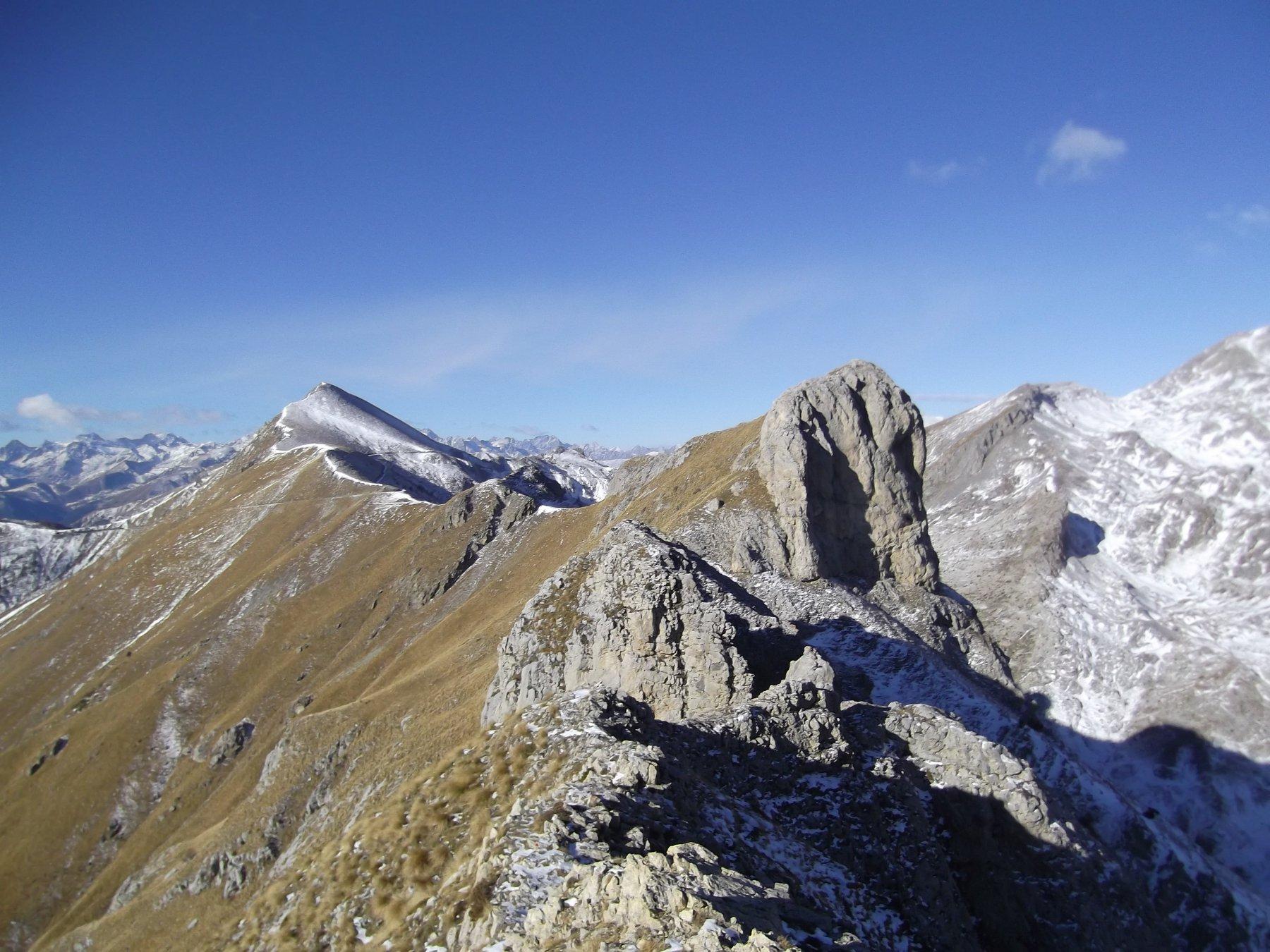 Cime Il Fera' (m.2235) e Pertega' (m.2404) viste da Rocca Fera' (m.2221).