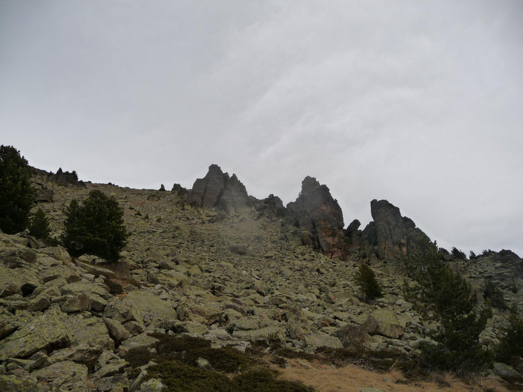 il caratteristico castello roccioso a 2500 m circa, salendo al Reisasso