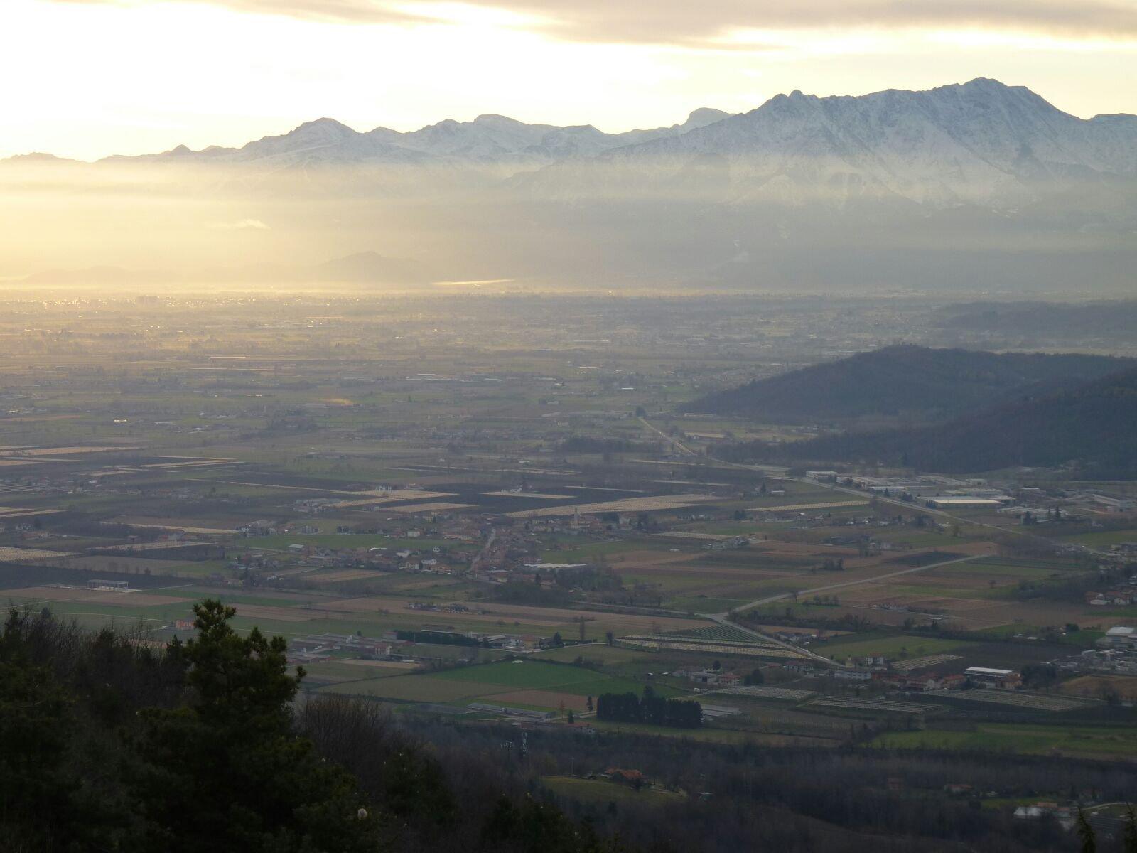 vista sulla pianura con le Liguri sullo sfondo