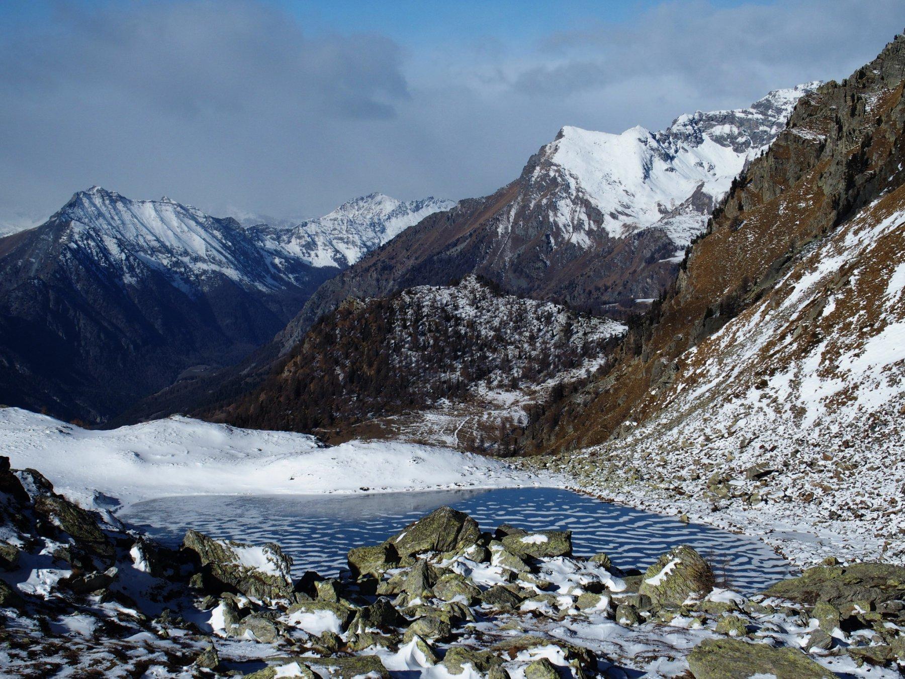 Lago Superiore di Frudiere 2233 m, sullo sfondo lo Zerbion