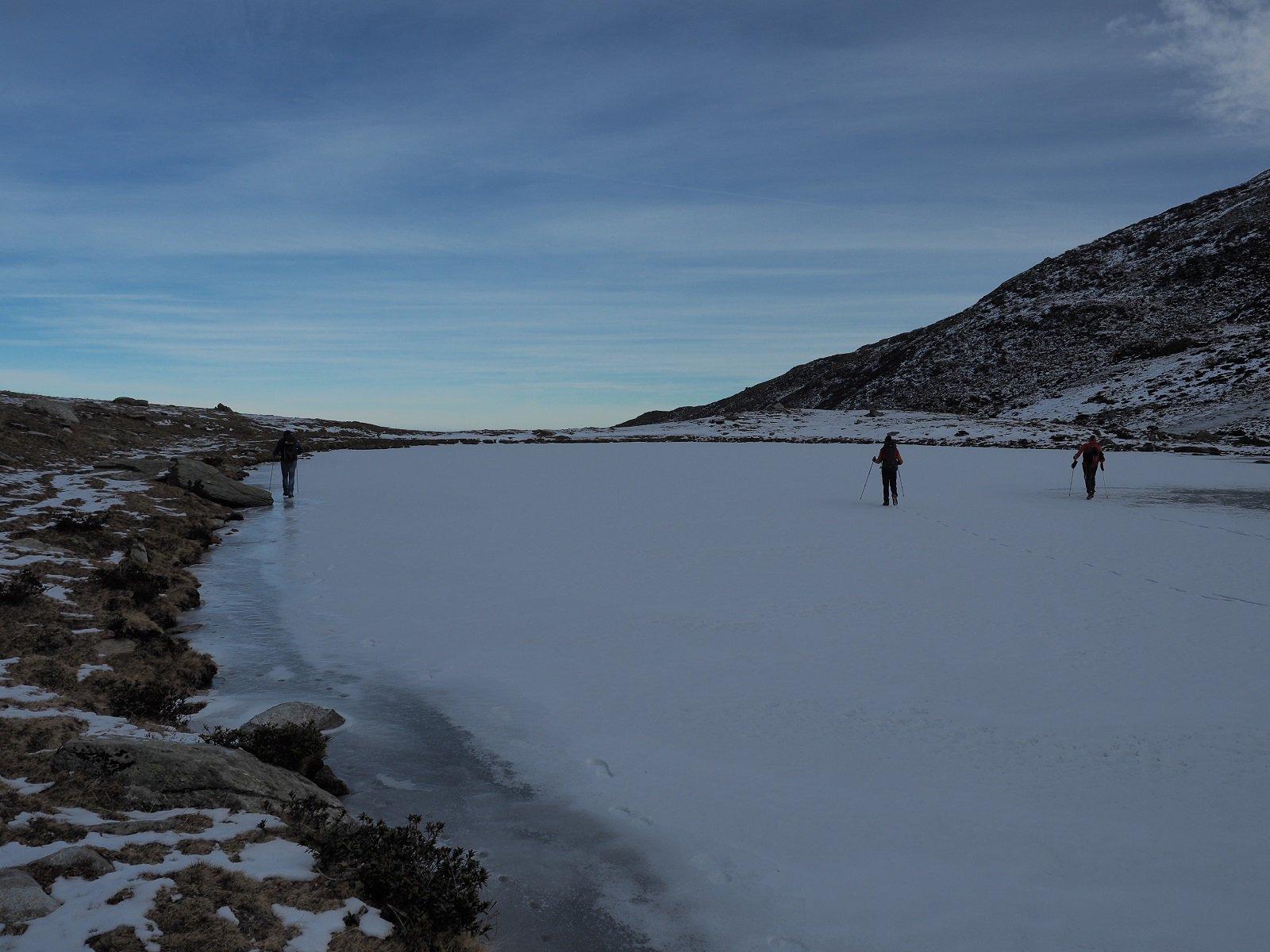 Due passi su uno dei laghi dei Luset