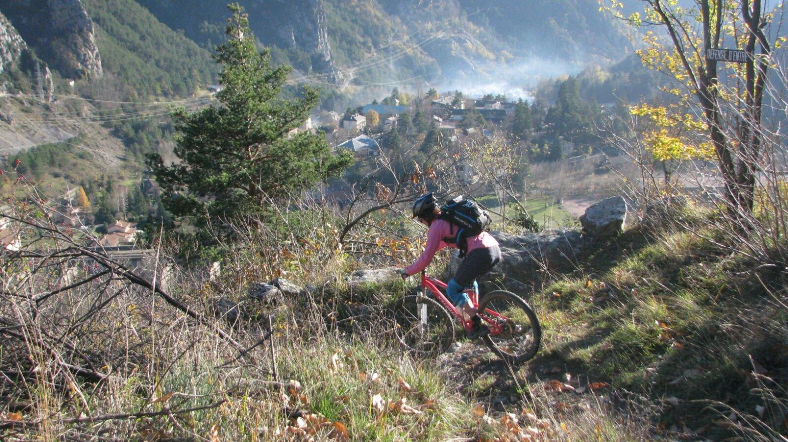 Spegi (Cote des) da Tenda, anello per Mesches, Chemin de Valaire, Chemin des Bois 2015-12-01