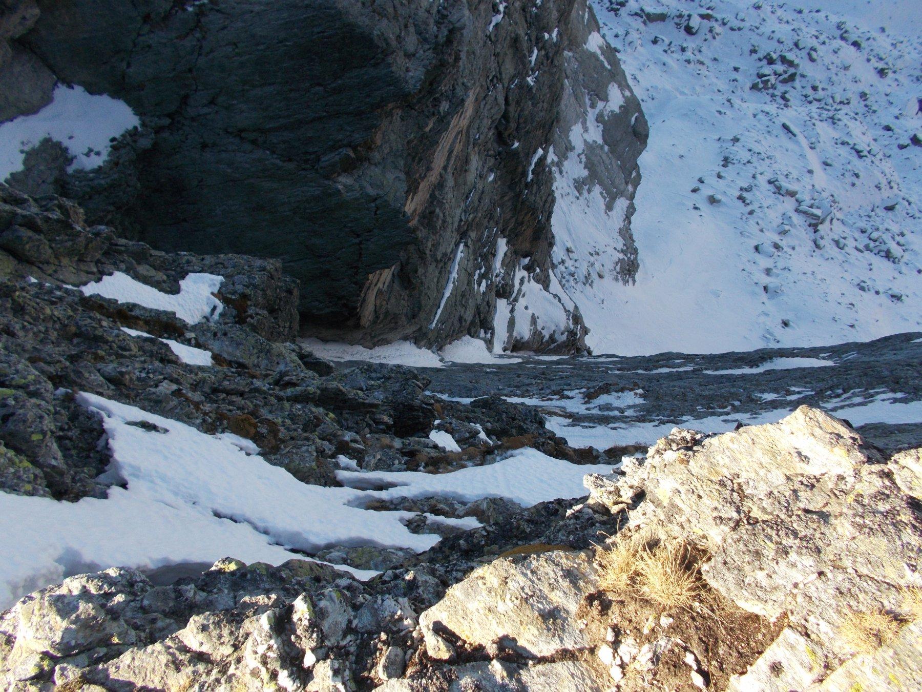 affacciati dalla cresta alla Camosciera..si constata lo stato di magrezza in cui versa il canale..