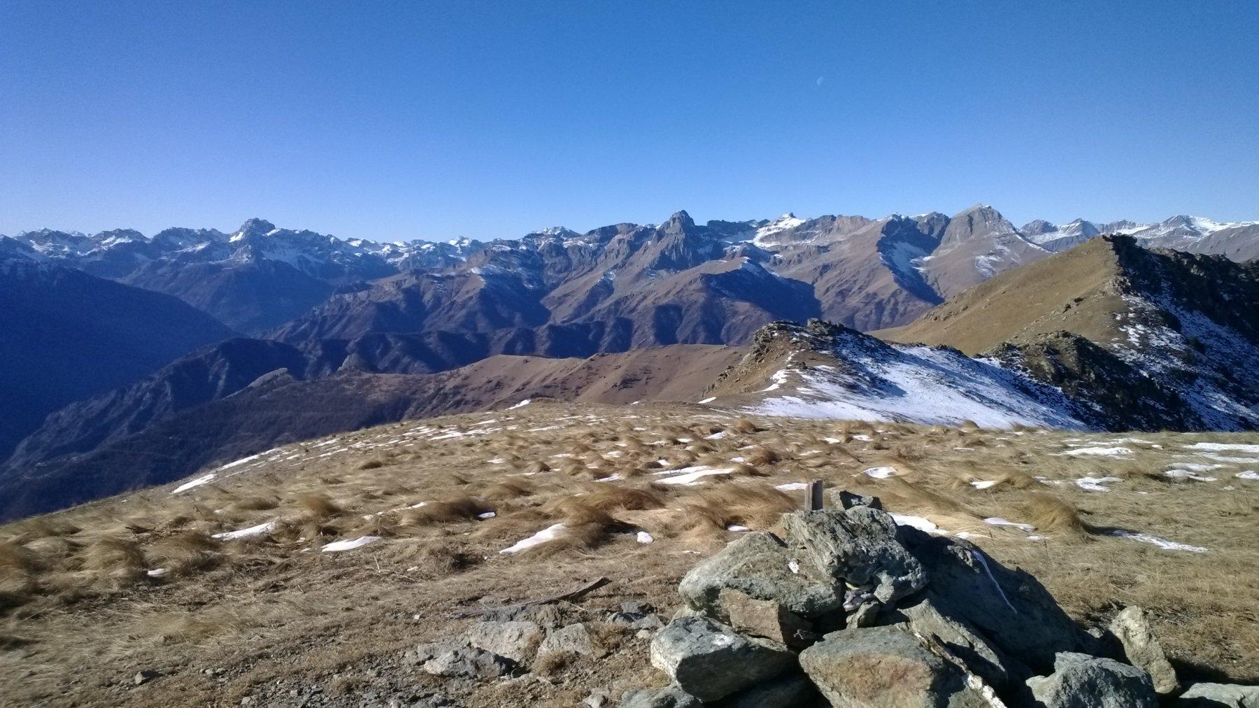 Panorama di gran classe verso il fondo della Val Maira