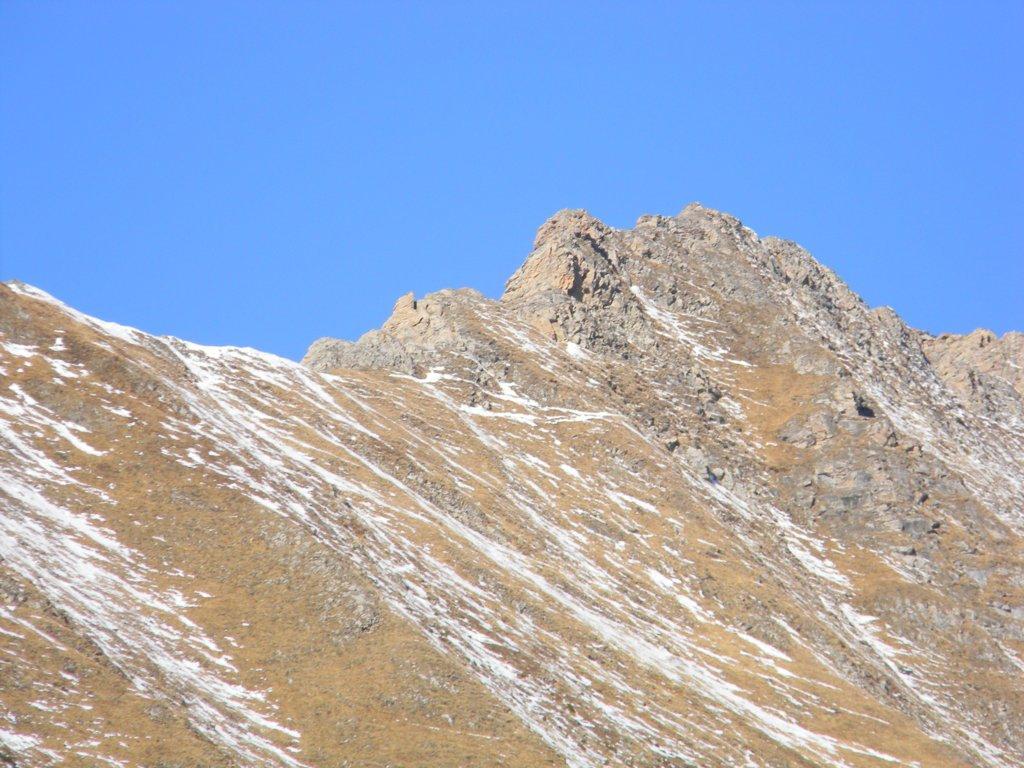 tratto di cresta da arrampicare in zoom