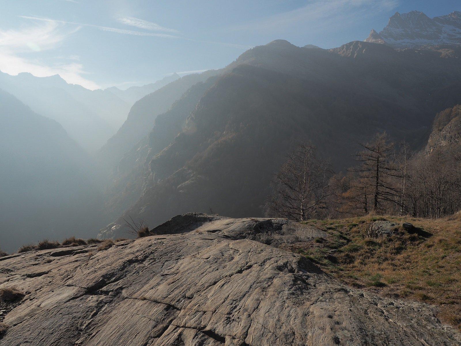 Scorcio sulla valle principale dalla borgata di Varda