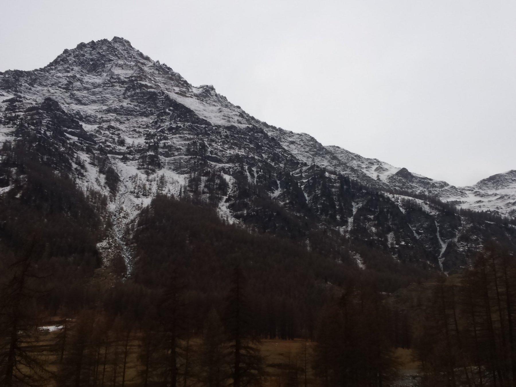 Le cascate del versante settentrionale della Tour Real