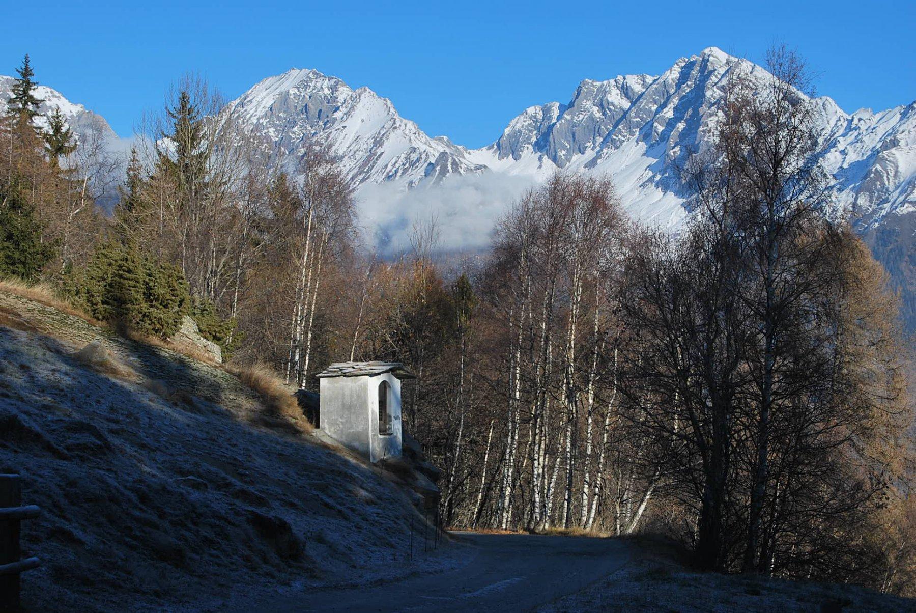 A Lazey, nell'unico attimo di sole, con vista su Grande Rochere e Colle Battaglione Aosta