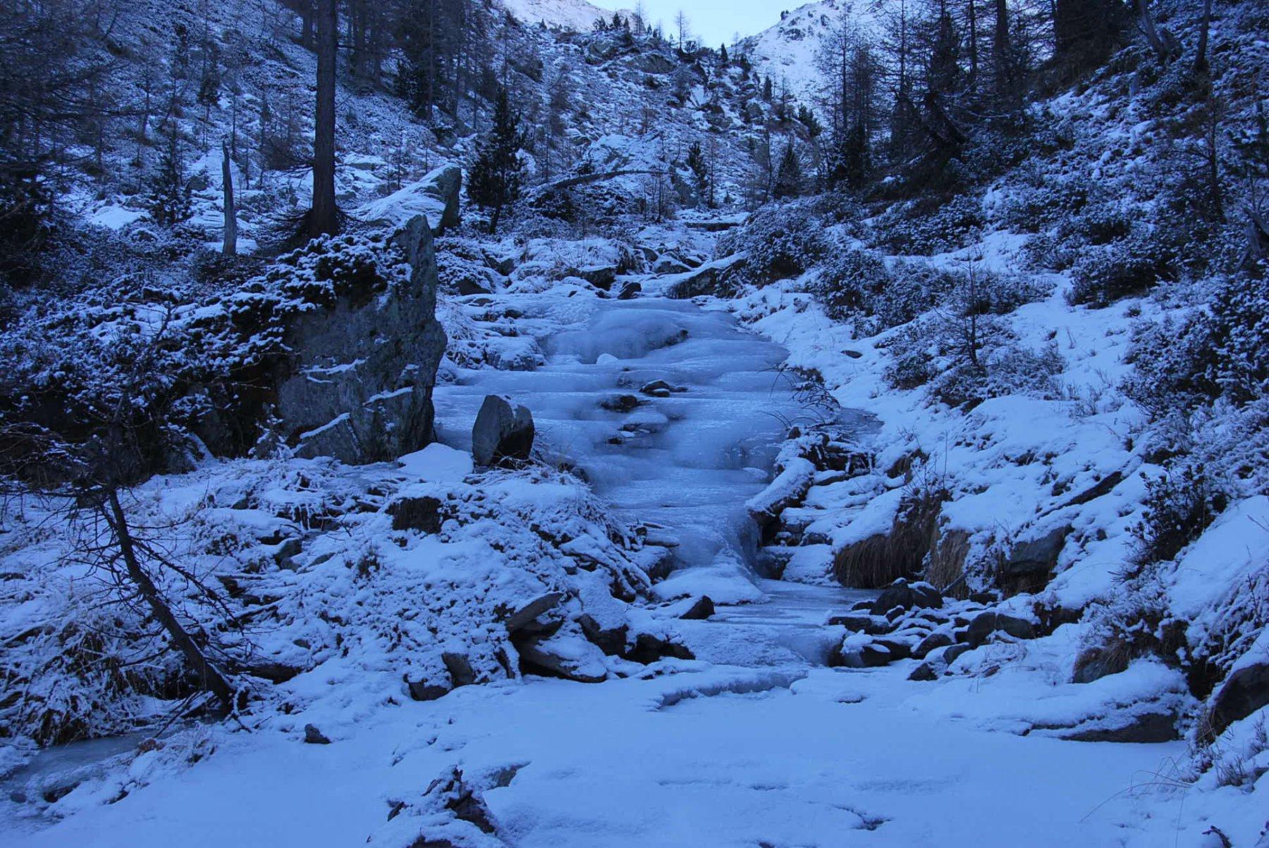 Il torrente immissario, portatore di ghiaccio ..