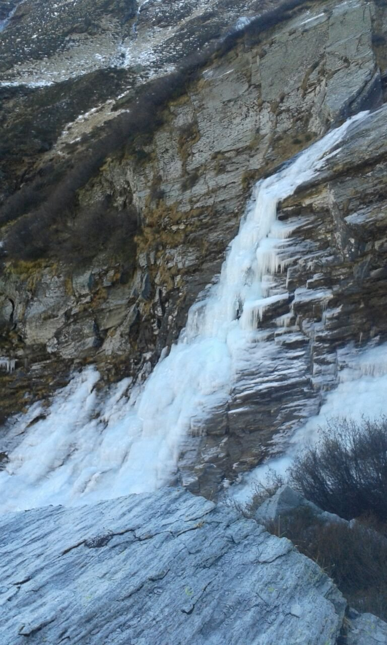 Vista sulla cascata scendento
