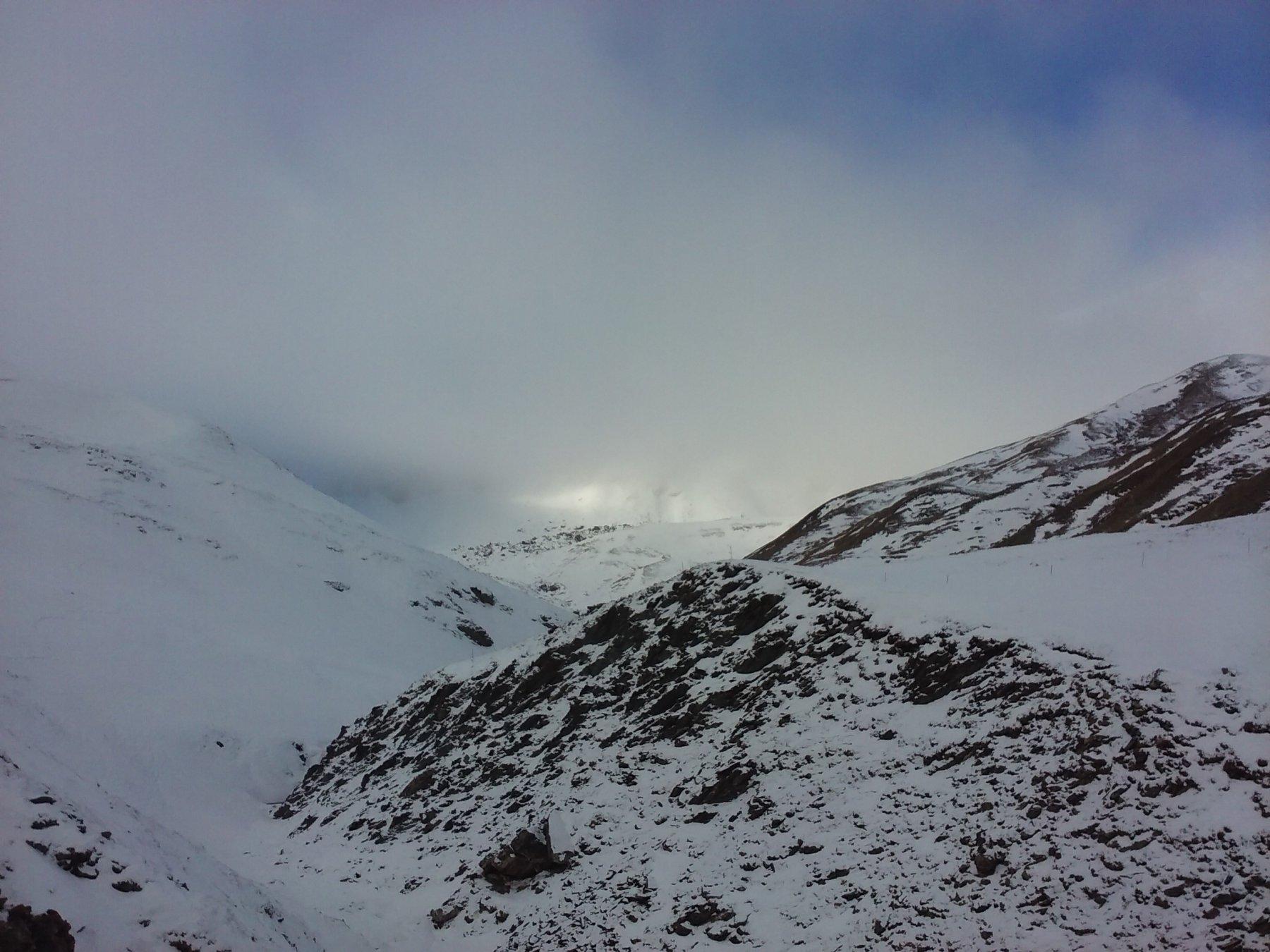 Salendo nel vallone dell'Autaret, dopo le Barricate (senza nuvole si vedrebbe la cima).