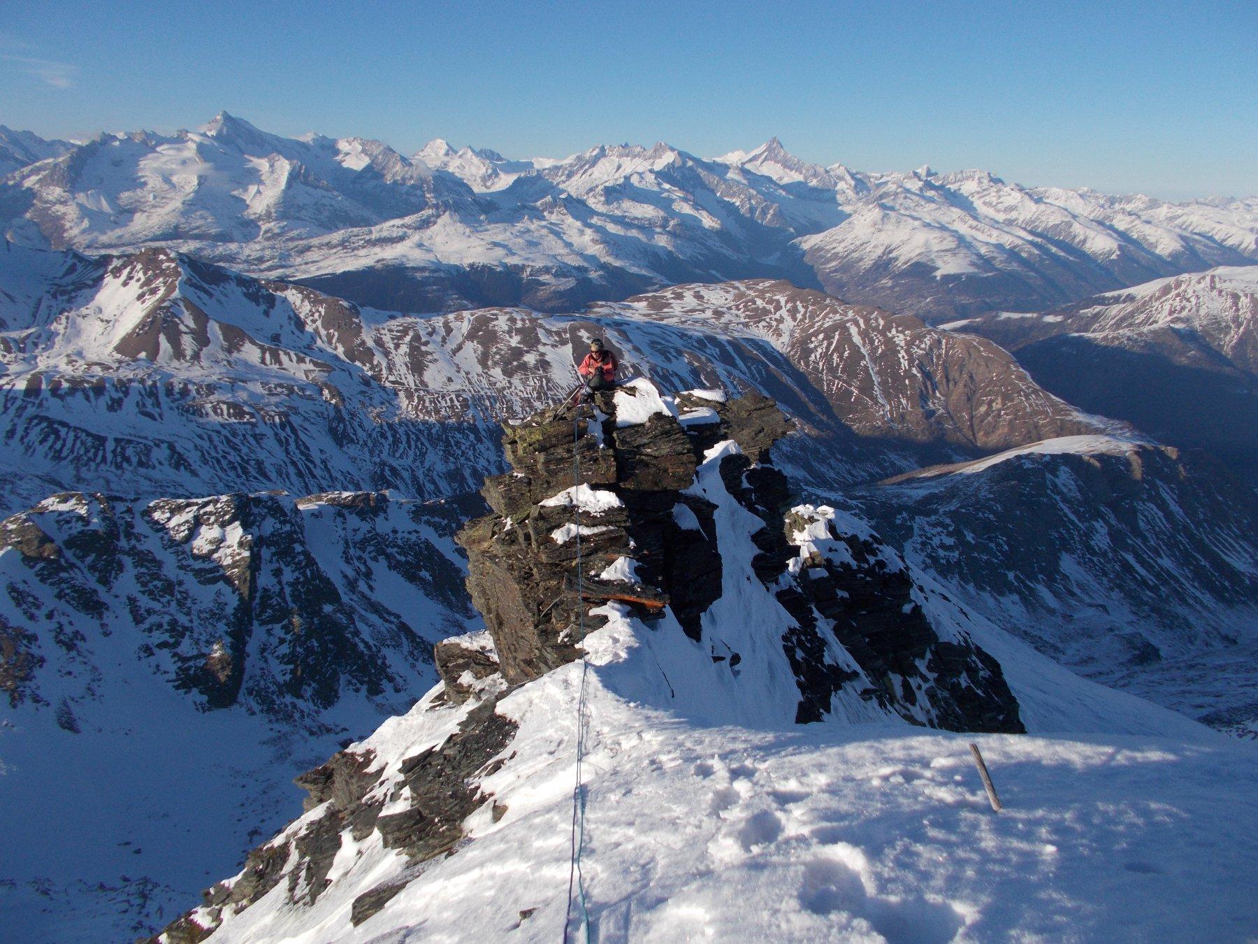 sulla cresta nord all' Hillehorn..con l'Oberland sullo sfondo..le cose si complicano ulteriormente..