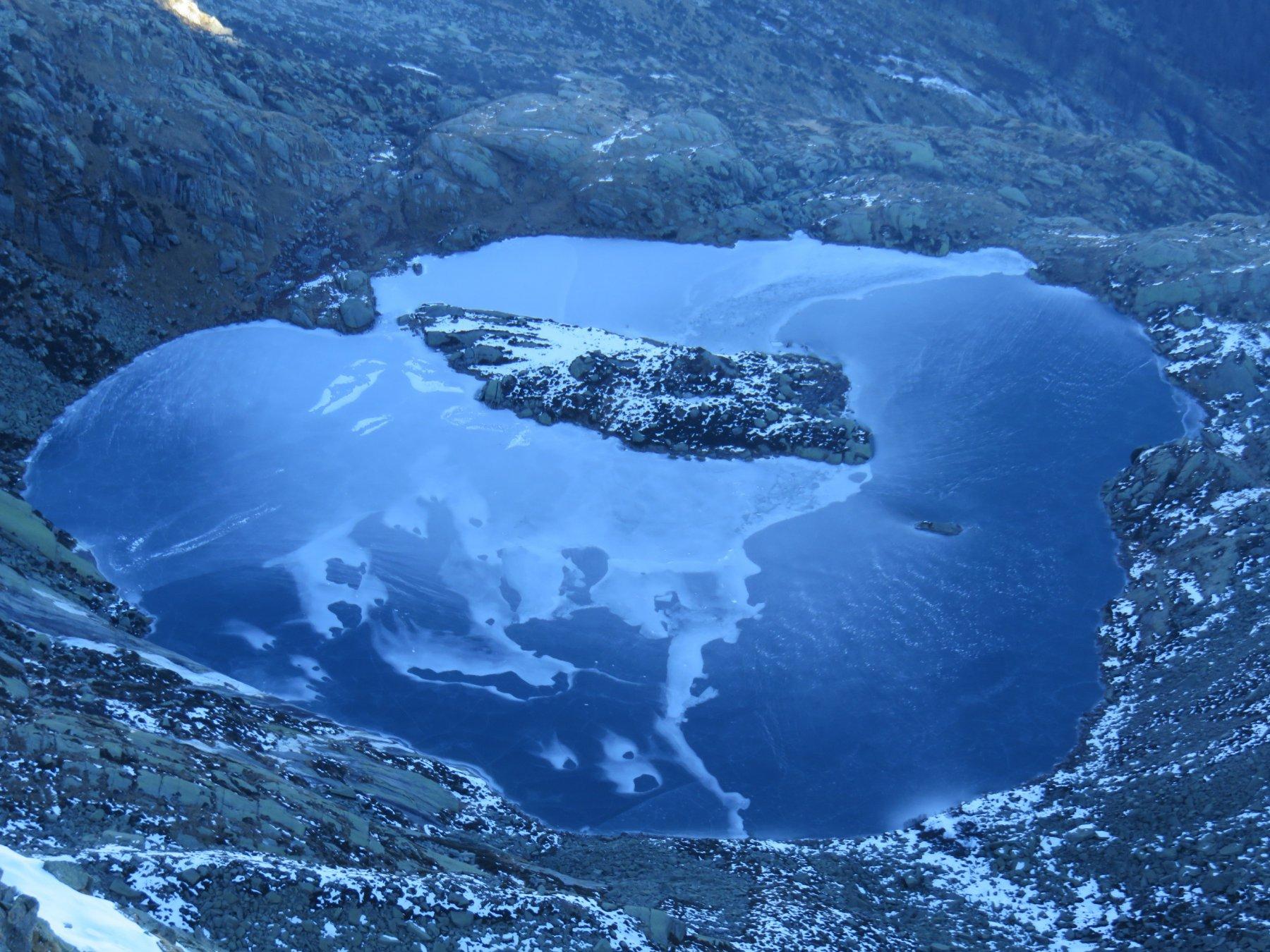 Lago Lasin ricamato dal ghiaccio