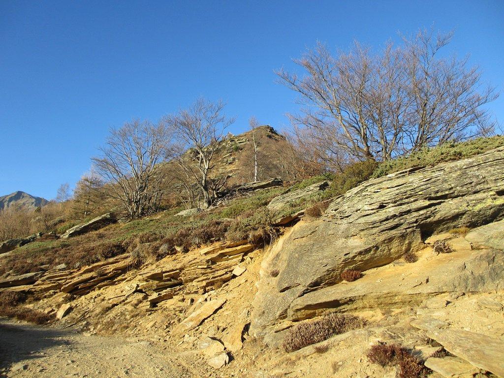 L'inizio della cresta,in cima si vede l'asta della Rocca Fautet