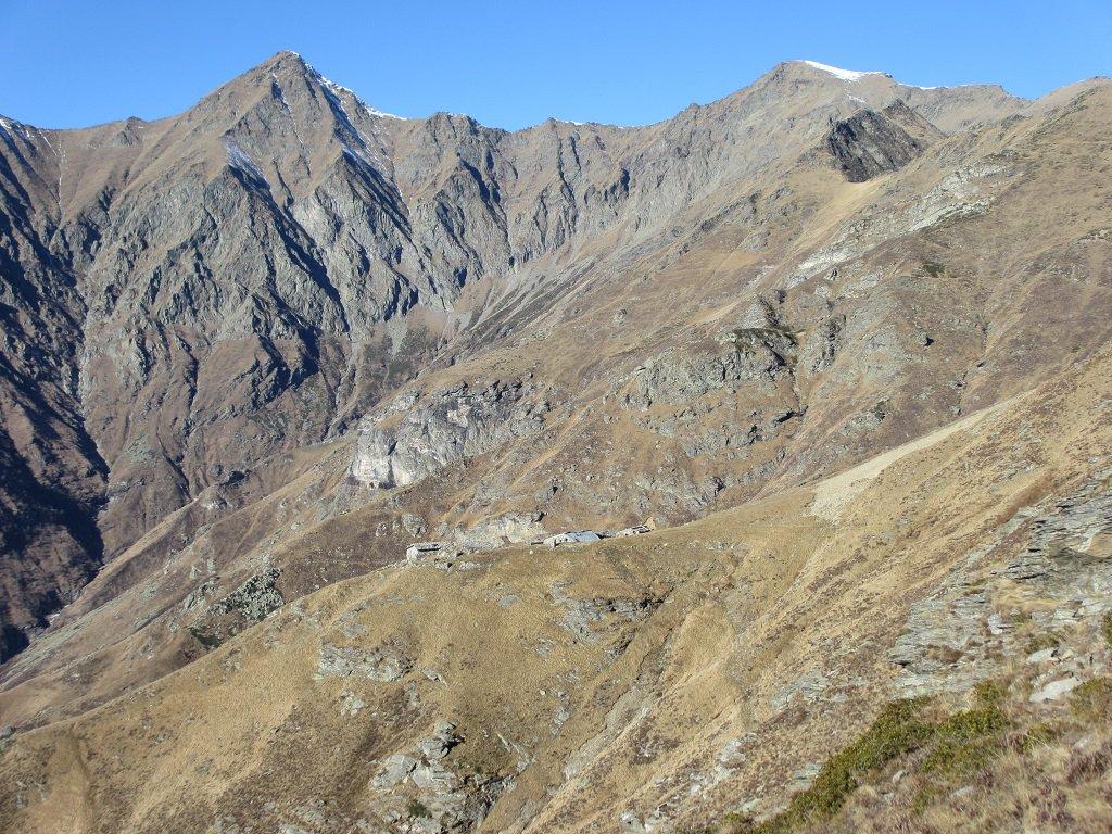 Cornour e Cialancia,in basso L' Alpe Caugis