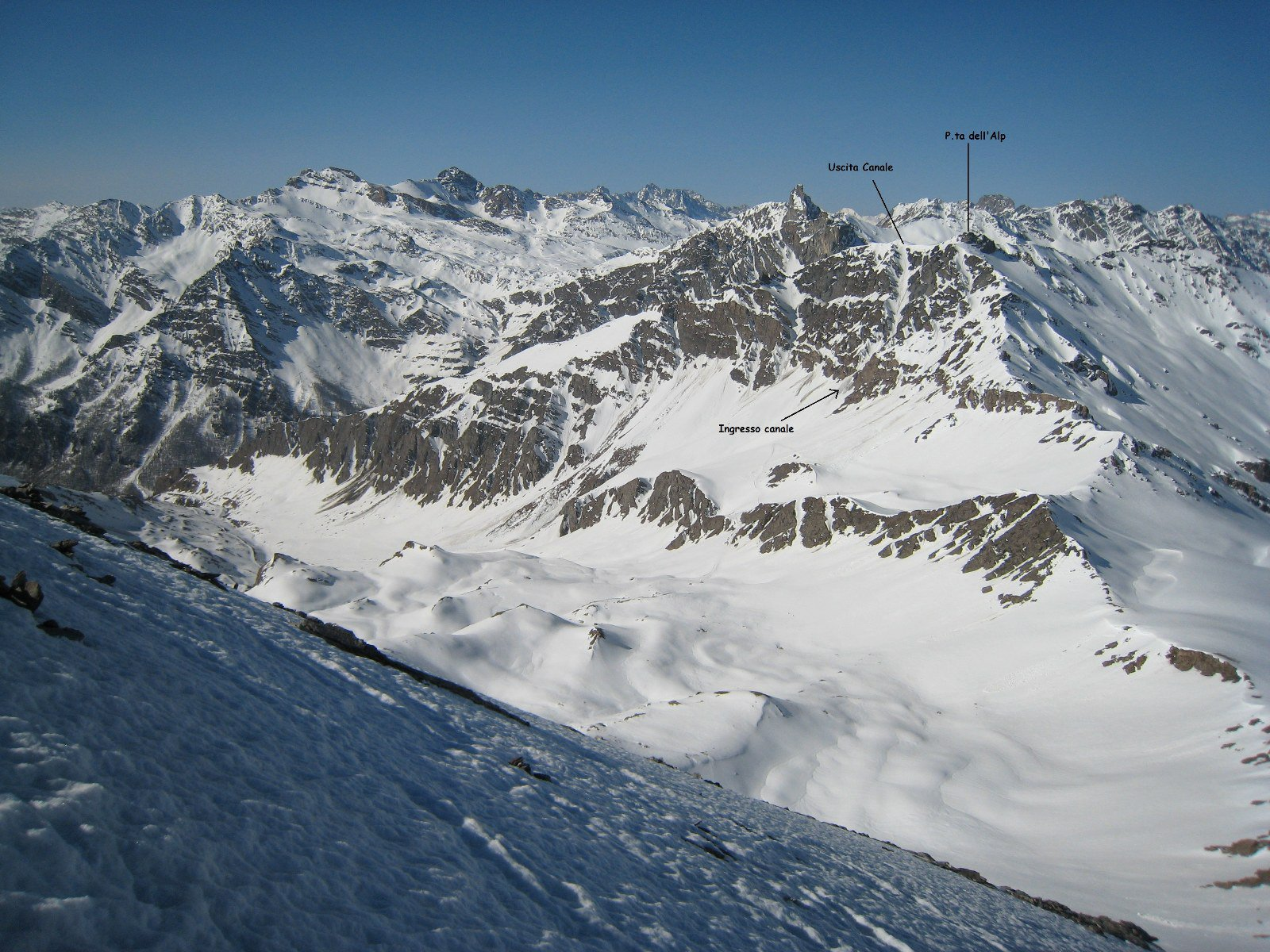 Il canale visto dal Pan di Zucchero (foto aprile 2011)