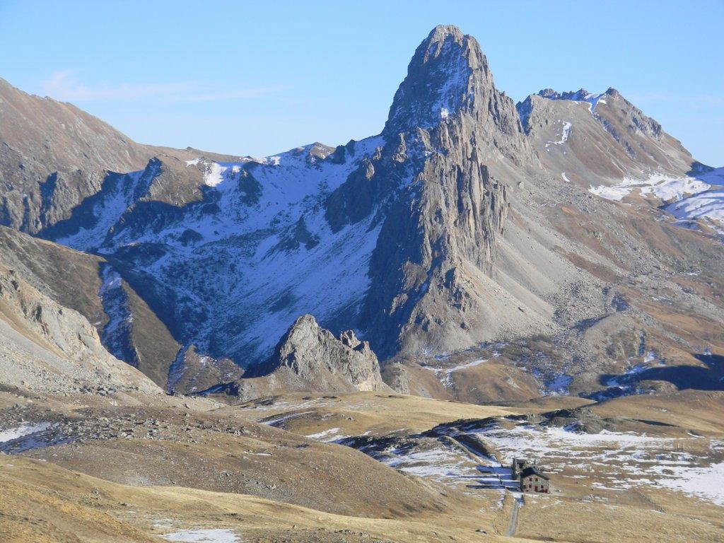dal Passo gardetta la Rocca Meja e il rif. Gardetta