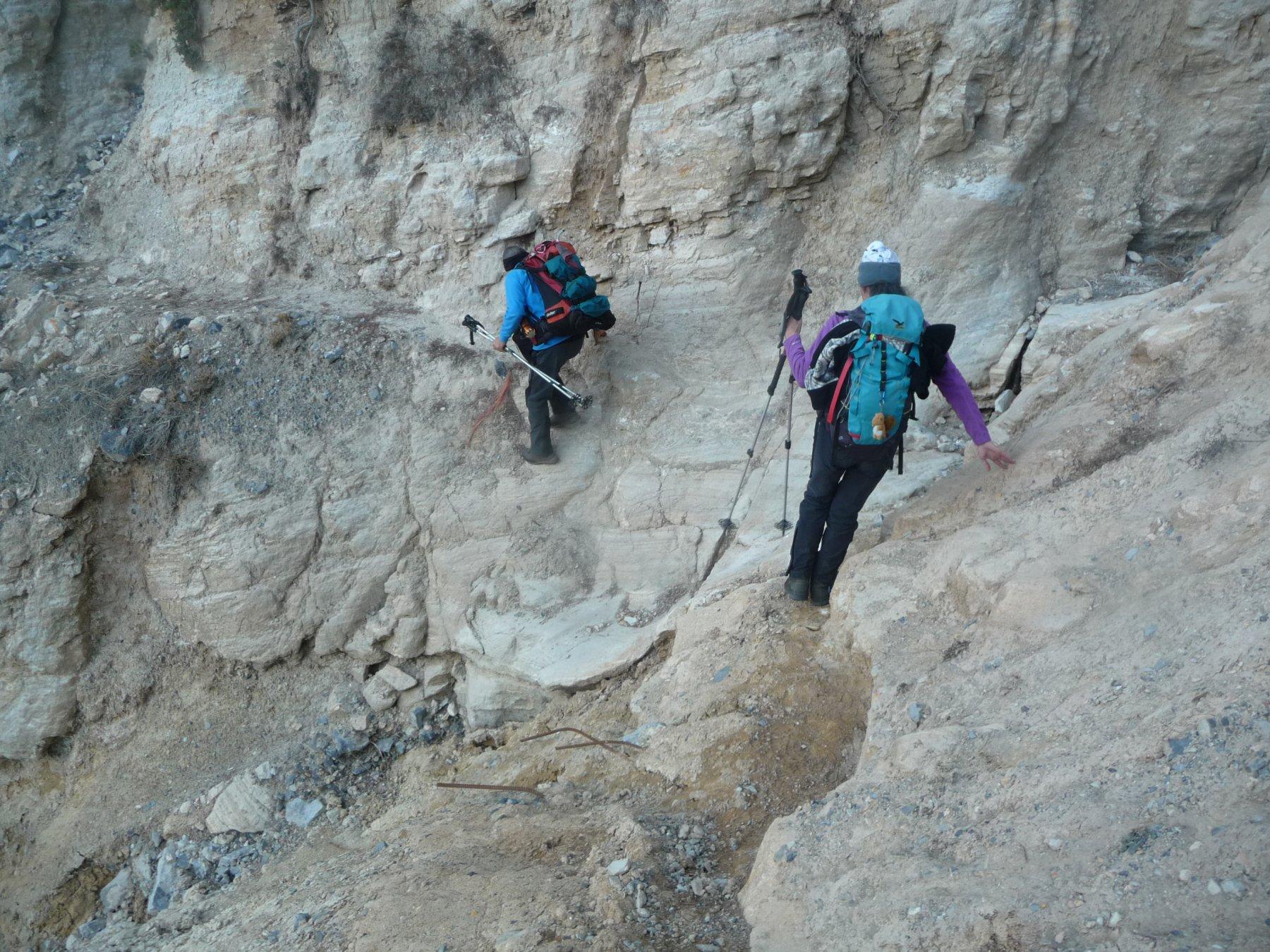 l'attraversamento della gola, col sentiero franato, nel tratto tra Servagno e Bersezio