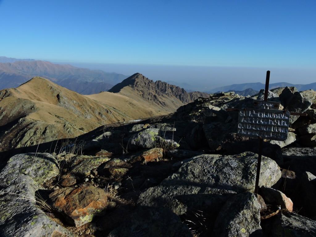 Il Marmottere con dietro Rocca Moross dal Ciriunda