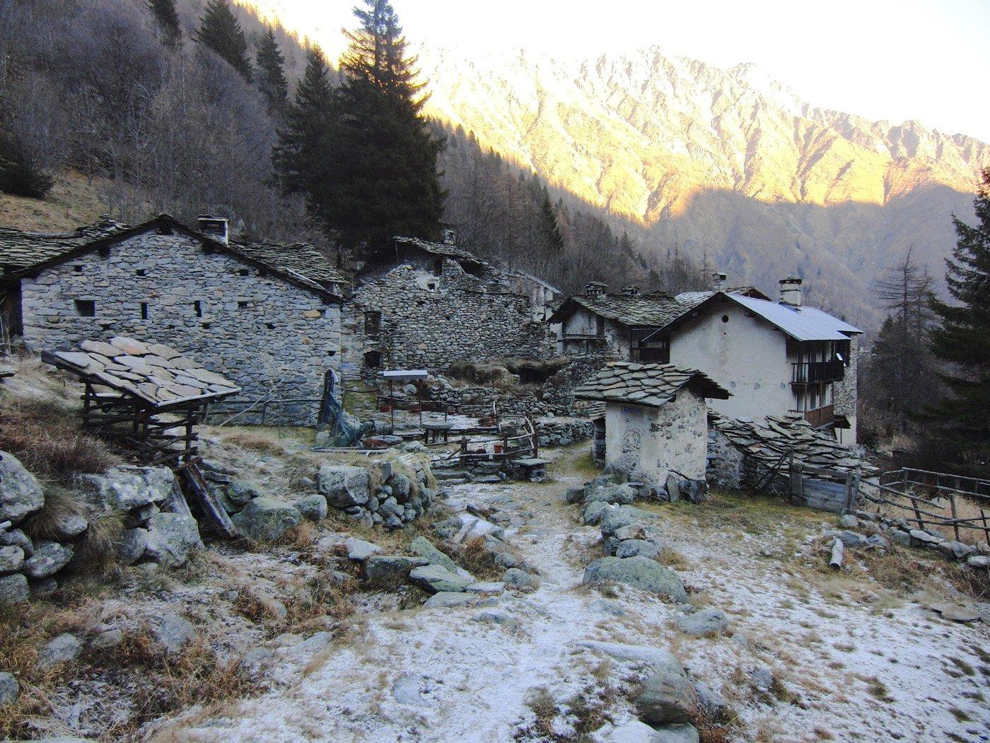 Davito Pier Mario (Bivacco) da Tressi, anello per l'Alpe Giavino 2015-12-20