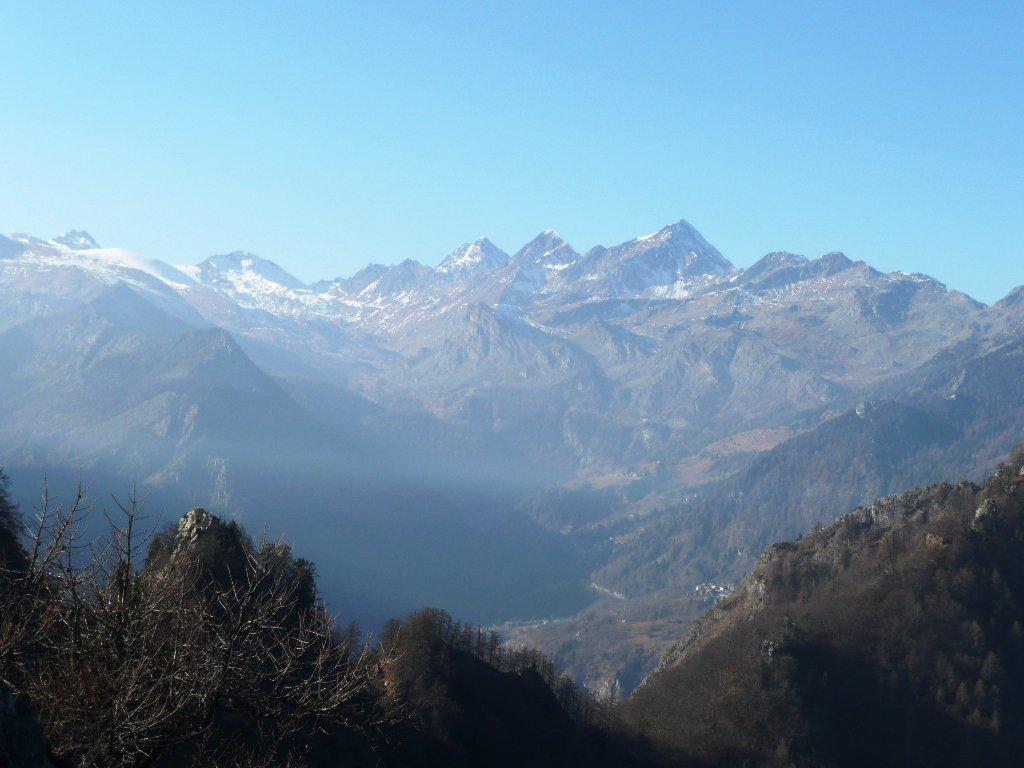 Verso valle Champorcher, spiccano da sx Rascias, Torre Ponton, Tersiva, Delà, Glacier