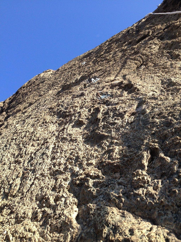 La roccia rugosa e molto lavorata del Pilastro Rosso