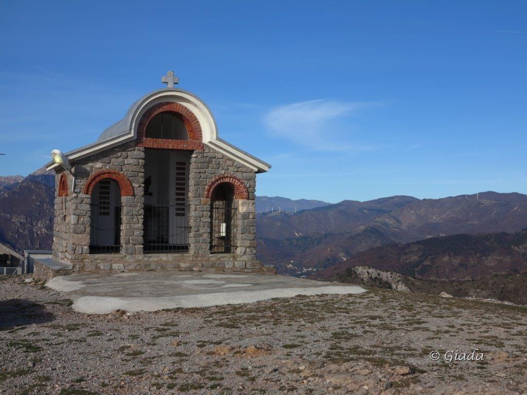 La chiesetta sul Poggio Ceresa