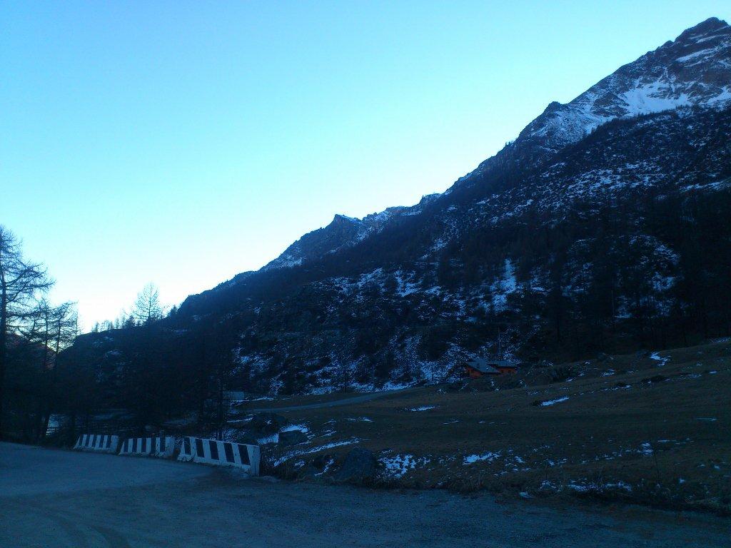 monte Pancherot (a sx) fotografato al rientro dal parcheggio