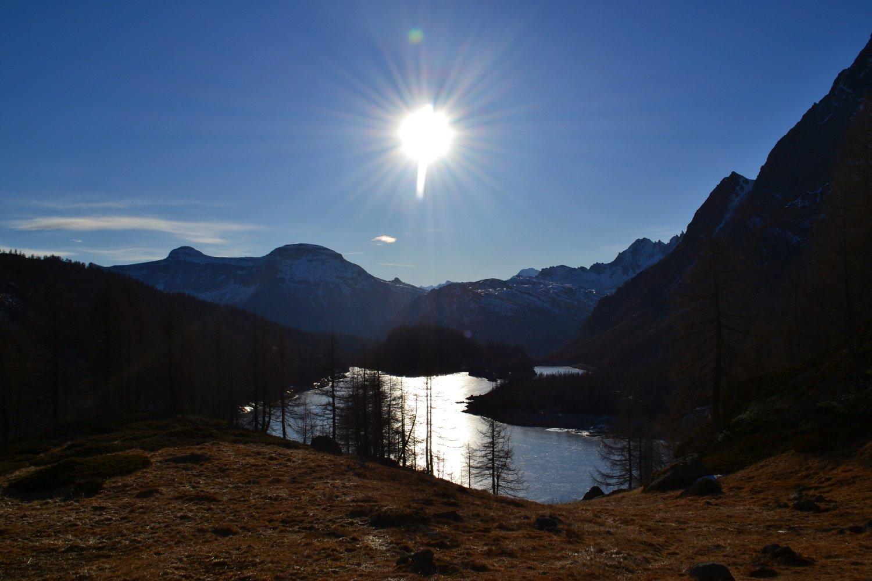 Lago di Devero ghiacciato con Cistella e Diei all'orizzonte