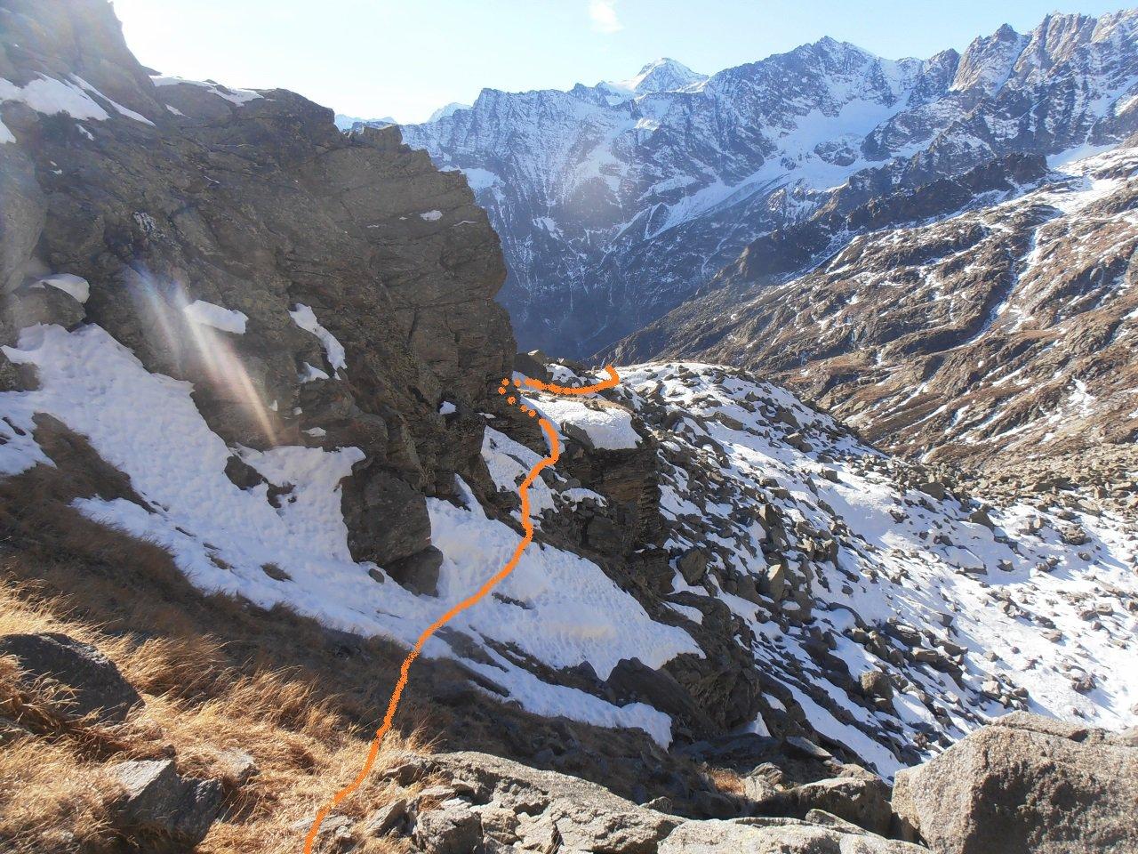 05 - il sentiero normale passa su cengie esposte, disagevoli con neve