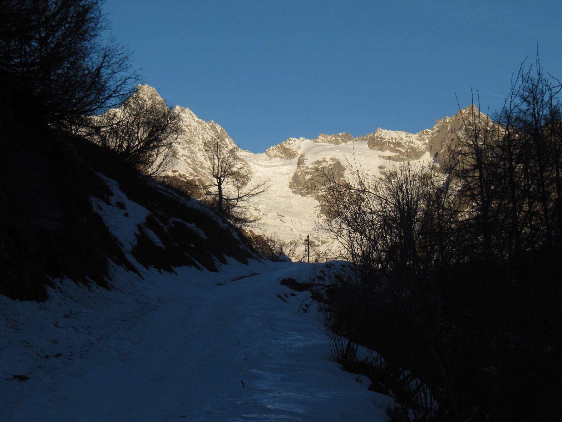 Salita all'alpeggio de La Peule