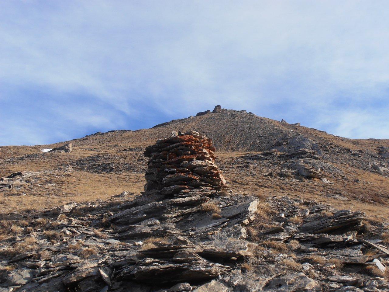 06 - dal grande ometto di pietra nella foto mirare ai roccioni sulla cresta-dorsale
