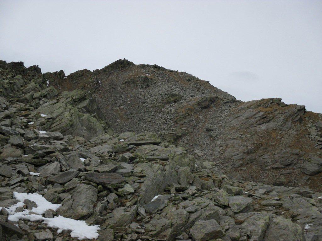 Cima e sottostante pietraia