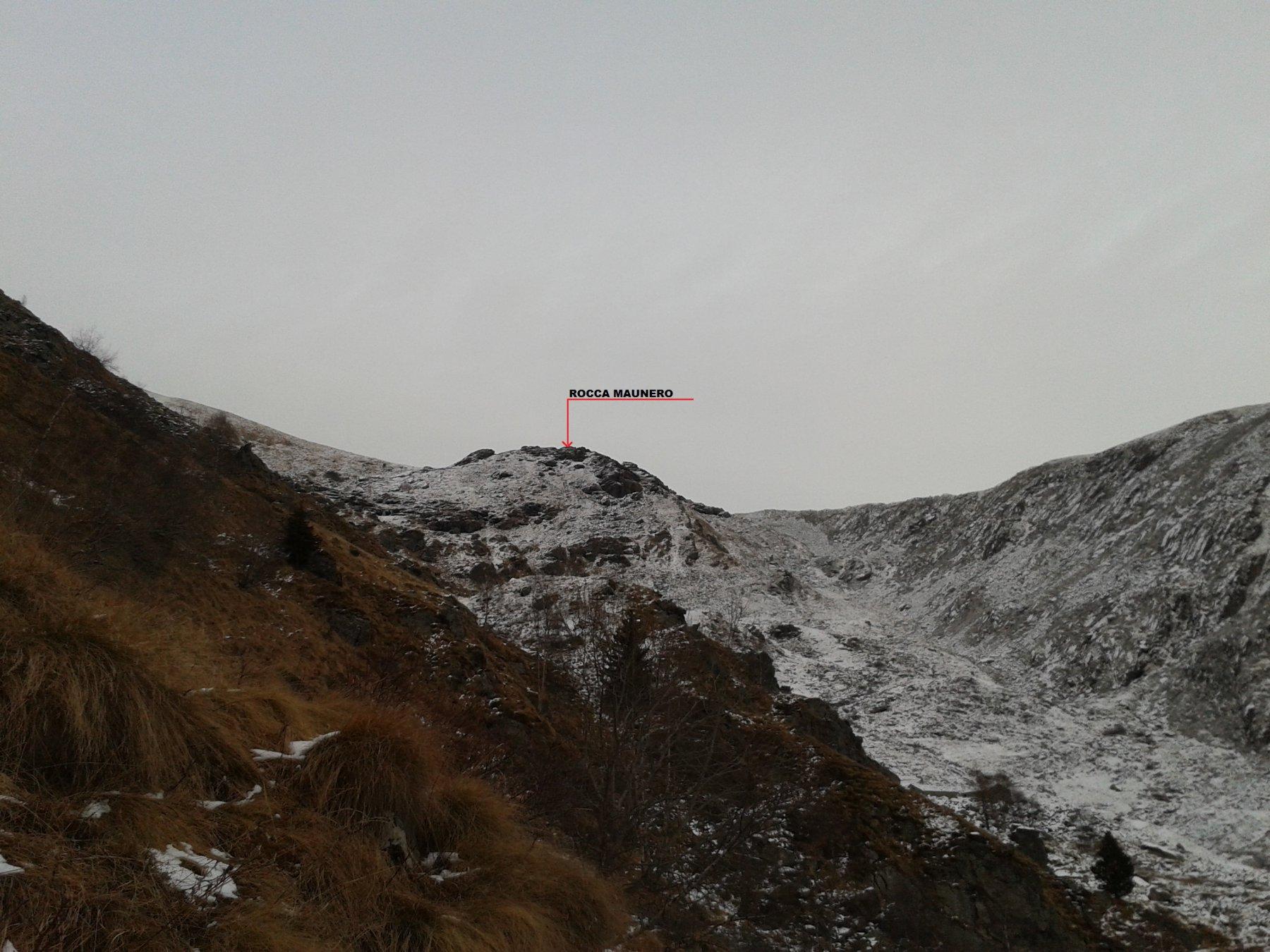 la rocca Maunero vista dalla scalinata del santuario