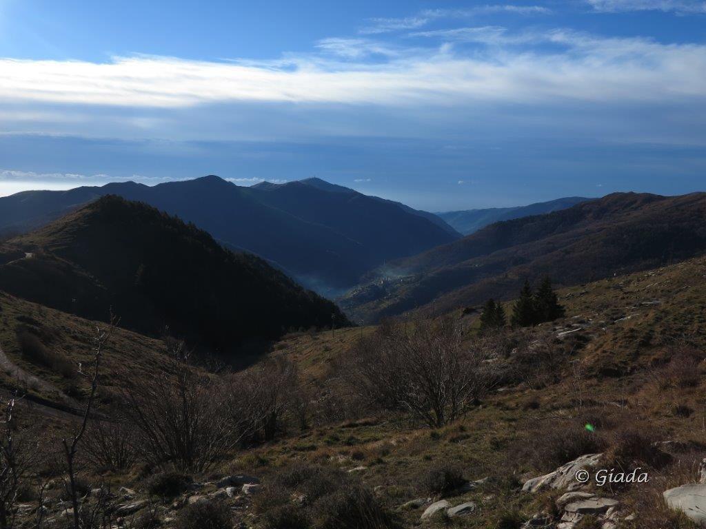 Vista verso Carpasio e il Faudo salendo al Grande