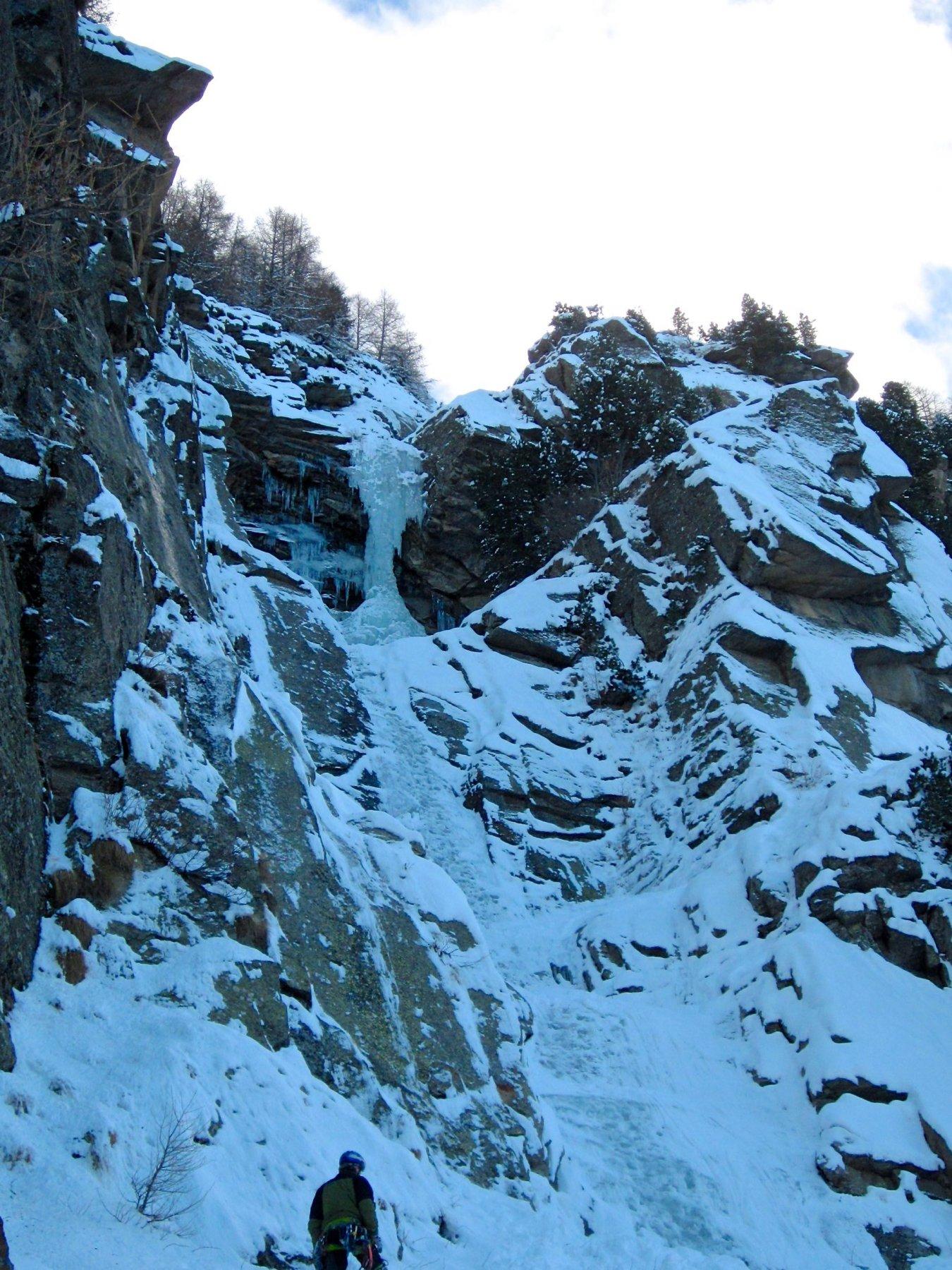 la cascata dal sentiero
