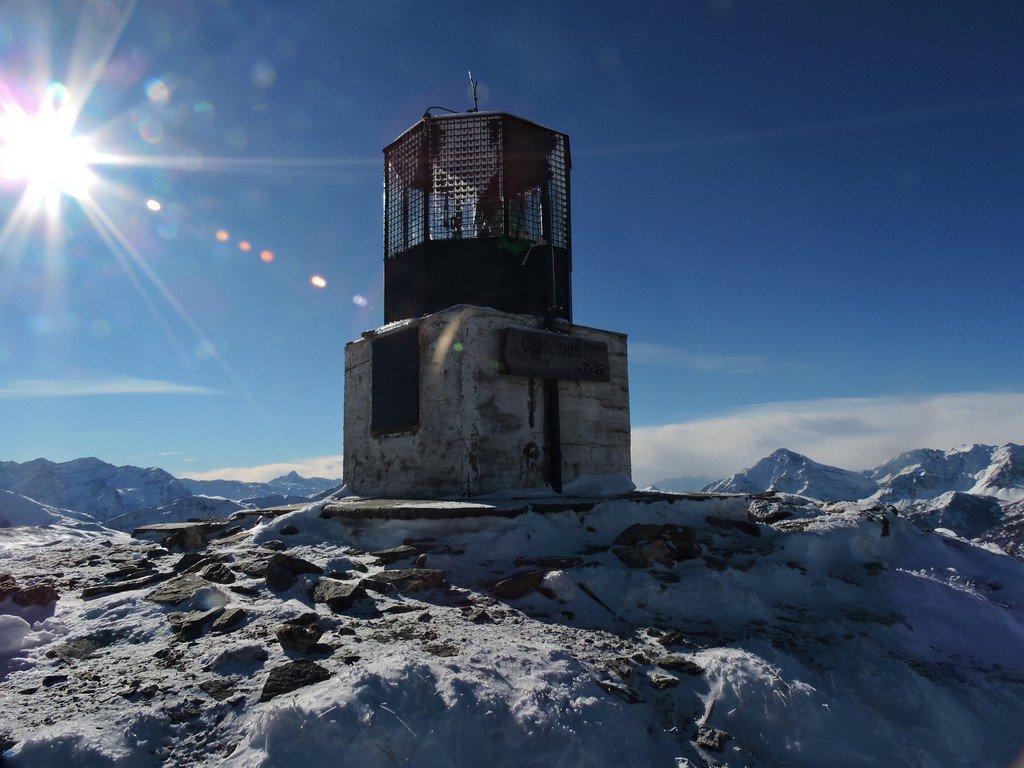 Il Faro degli Alpini, donato dalla Marina Militare.