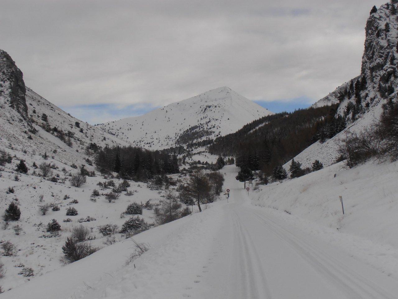 02 - il vallone che porta al Col la Saume a sx e al Col du Noyer a destra