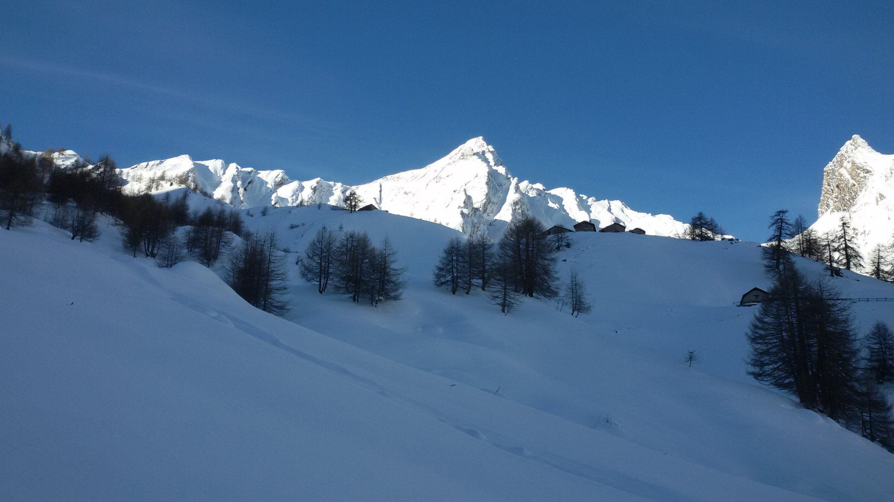 l'ambiente carico di neve fresca ed abbondante...troppa..