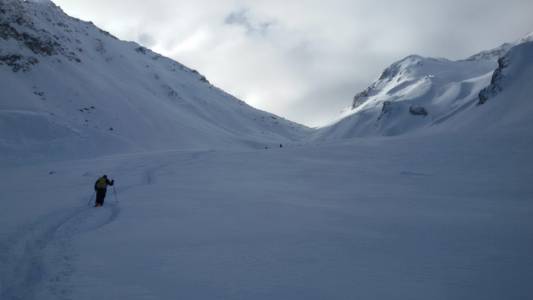 appena sotto il colle ...inutile proseguire  per troppa neve che non permette   una bella sciata..