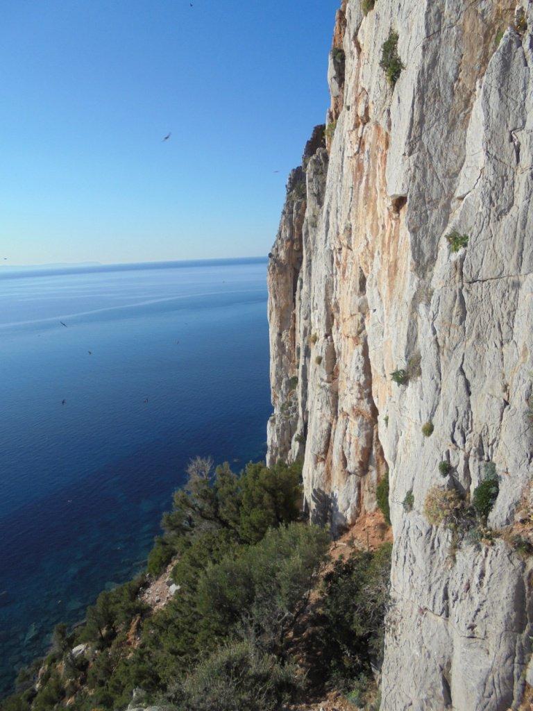 profilo delle verticali pareti di Masua